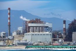 Seguros a plantas a carbón, metano fugitivo del gas, olas de calor y aire acondicionado, autogeneración y caen contratos con generadores eólicos