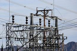 Rentabilidad de las distribuidoras, medidores inteligentes, discrepancia plan de transmisión e informe de la CNE
